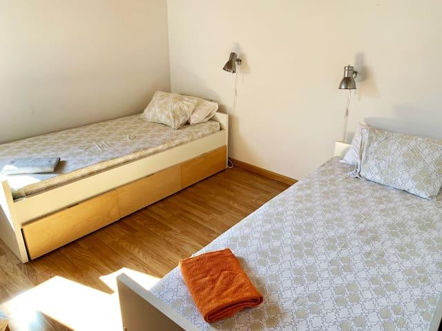 Bedroom 1, Twin room
