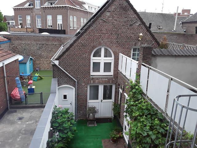 Singelachterhuis Roermond