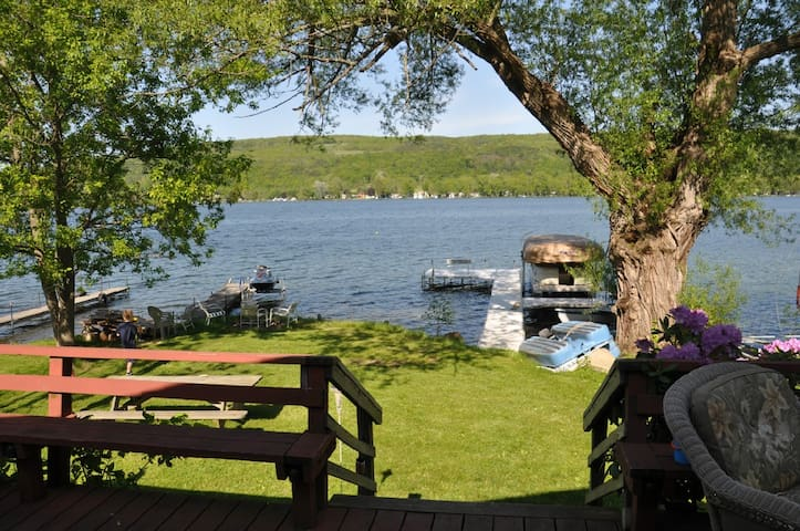 RED Honeoye Lake, NY. Finger Lakes - Honeoye - Blockhütte