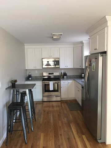 CLEAN APARTMENT IN THE WEST END - Providence  - Apartament