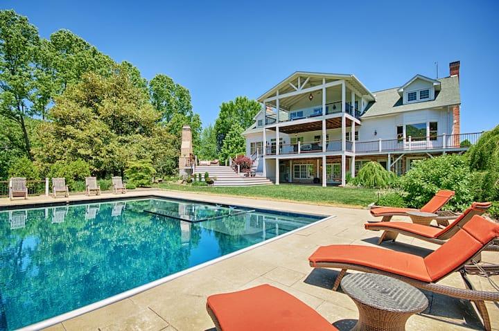 Luxury Estate w/ Infinity pool & Mountain Views!