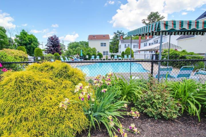 Simple condo w/patio & shared pool terrace - walk to beaches