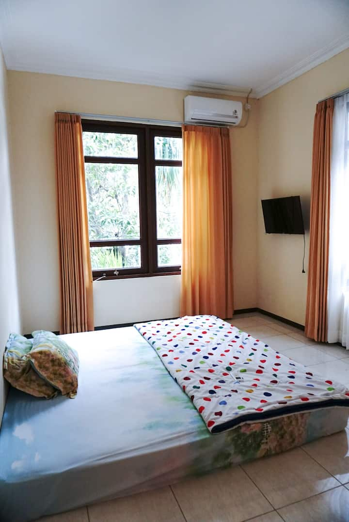 Double room in City Center (near Stasiun Gubeng)