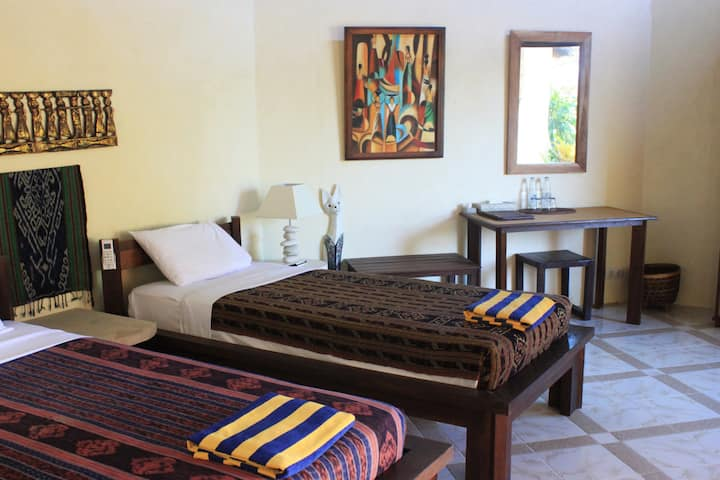 Hotel Uyah Amed  -TWIN Ocean with AC (2 Persons)