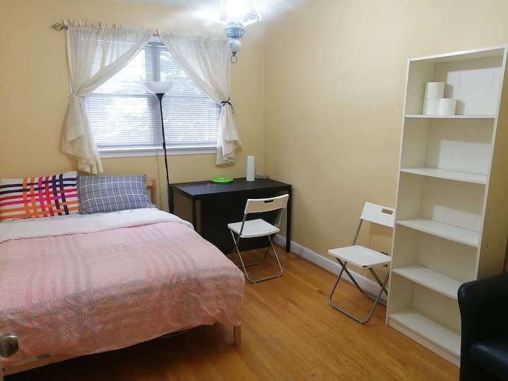 Room #2 at Allanford Rd Close to Transit and Mall