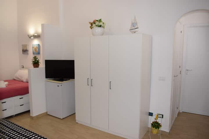 Casa Campisi,camera a piano terra con wc privato