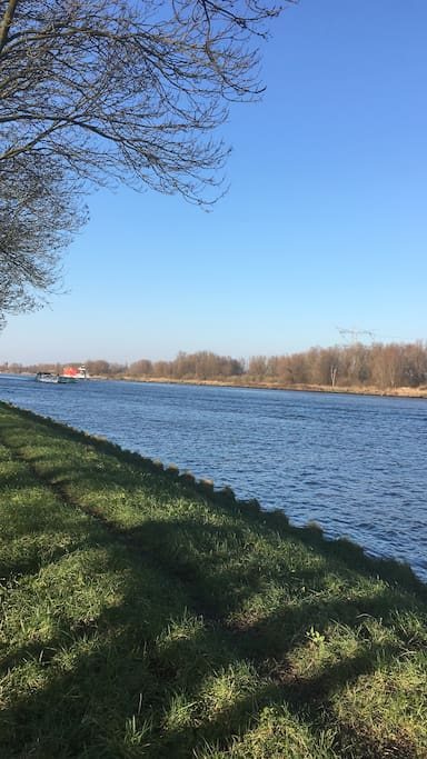 You can take a nice walk by the Amsterdam Rijnkanaal, only 1 minute from our house
