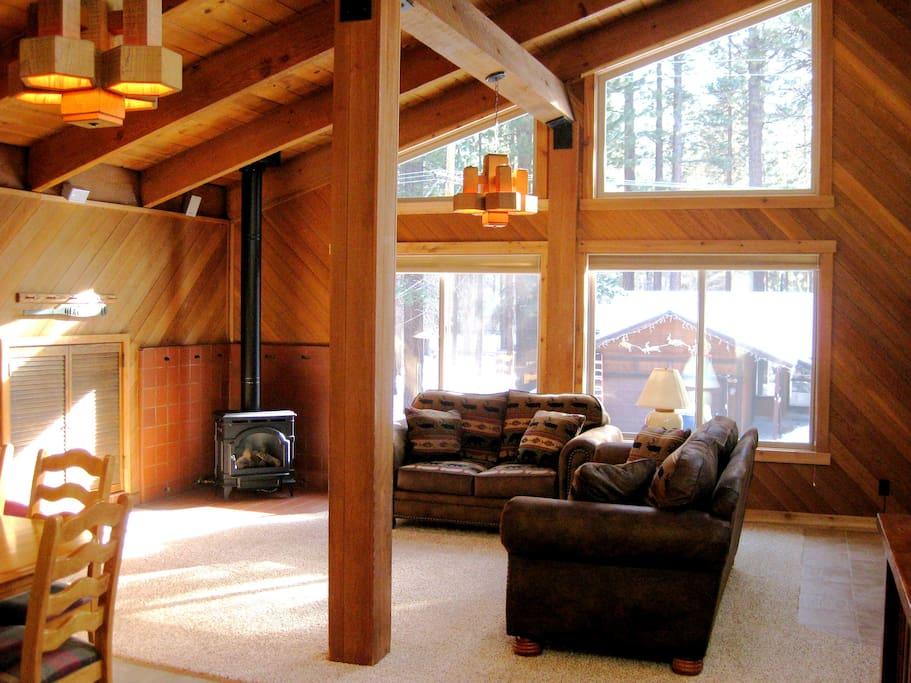 Spacious chalet in south lake tahoe sleeps 8 10 case for Animali domestici della cabina del lake tahoe