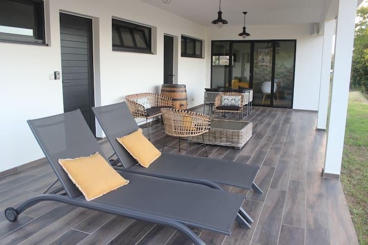 Pavillon toit végétalisé, vue mer, grand confort