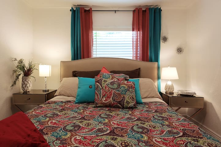 king suite ; bedroom with full bath and private entrance. Sharing with a travel companion, complete privacy for both kIng suites. Flat screen with spectrum cable and wifi/ walk in closet(not in photo)