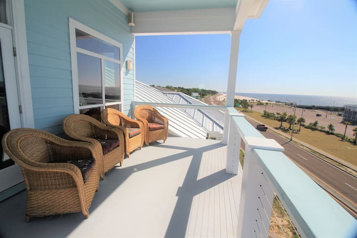 Penthouse Overlooking Pass Christian Harbor