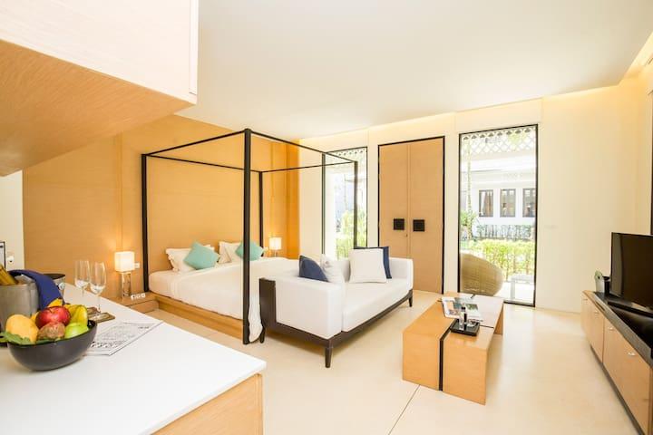 X2 Khao Lak Anda Mani-Suite with Couple Bath
