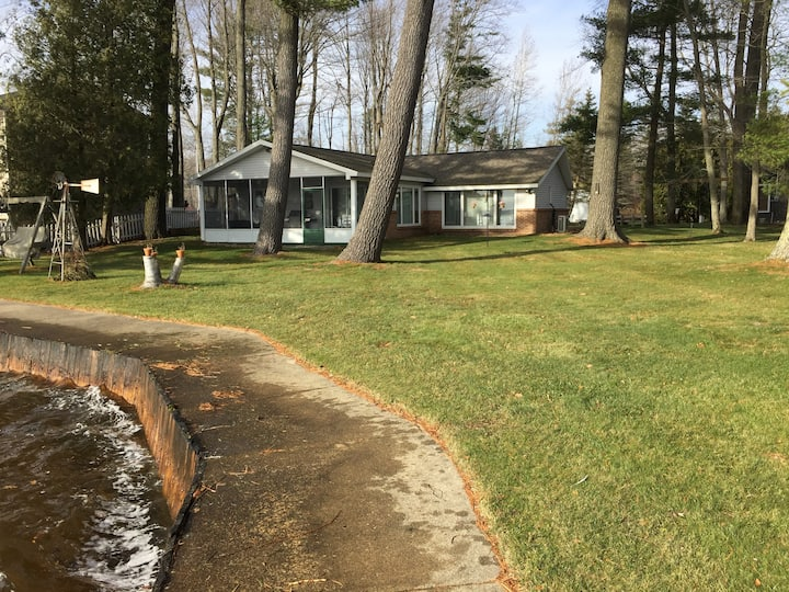 Spacious Lake Mitchell Cottage - 165 ft frontage!