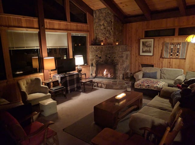 Large Family Cabin by Kings Beach (Pets Welcome!) - Carnelian Bay - Chalet