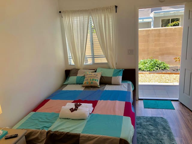 Private & Cozy Suite, private entrance, 15' to HB