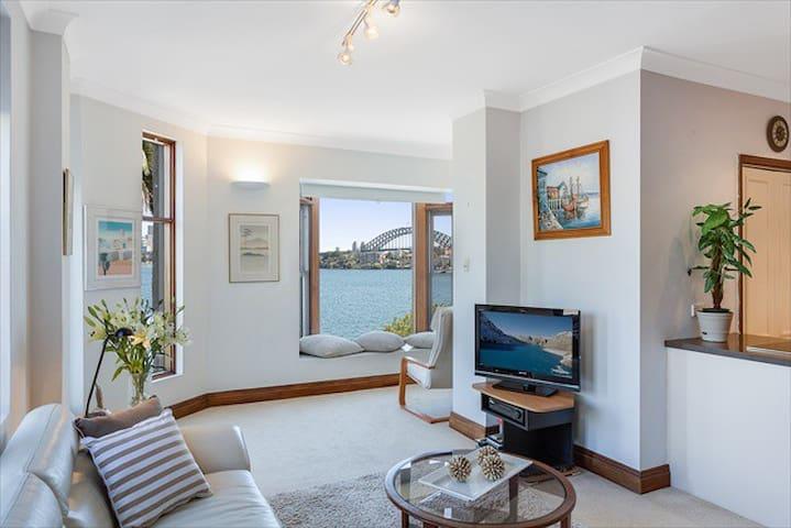 CP302-Postcard Views of The Sydney Harbour Bridge