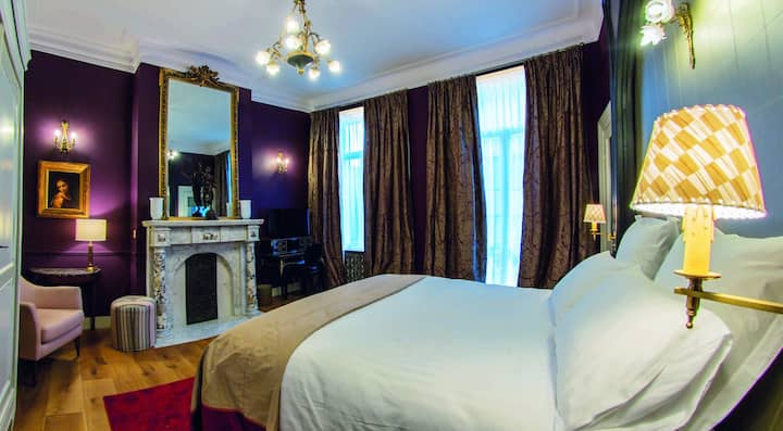 Double room-LOUISE -NAPOLEON III-Queen-Ensuite with Shower-City View
