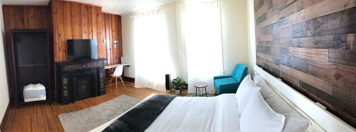 Cozy, charming guesthouse in uptown Kingston NY