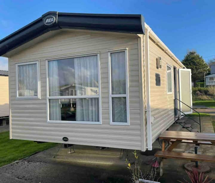 3 Bedroom Stunning Caravan.