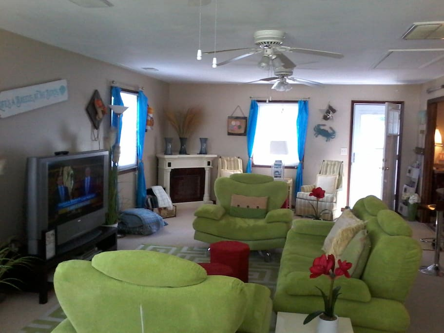 Huge Family room with views of Herrington Harbour