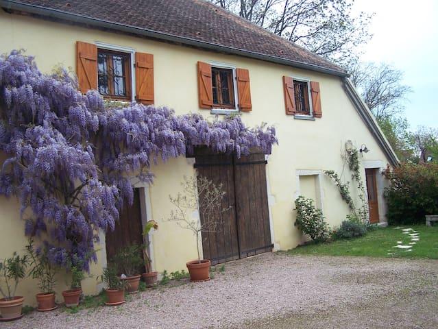 La maison jaune gîte - Givry