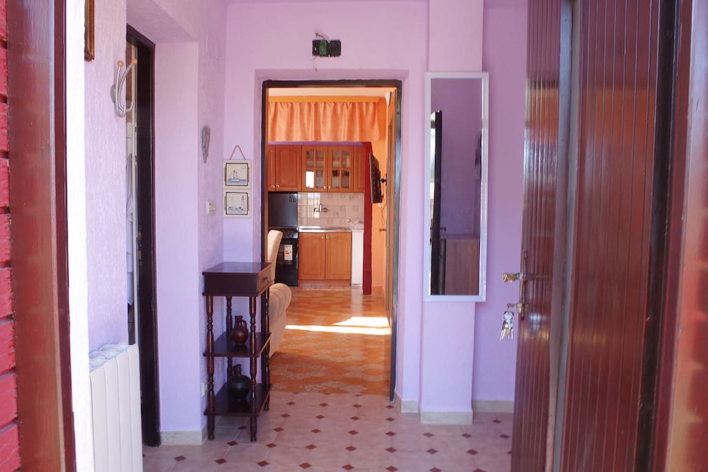 entrance - ground floor apartment