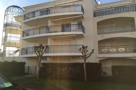 T2 dans résidence à 2 minutes à pied de la plage