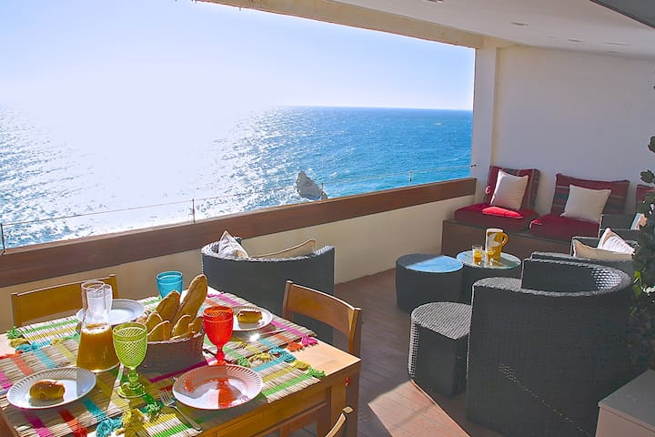 Balcony with a dinning table