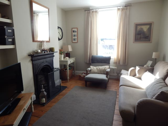 Beautiful Victorian 2 bed Cottage - Entire Place.