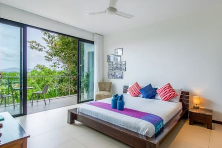 Stylish Sea View Room in Bang Tao Bed&Breakfast