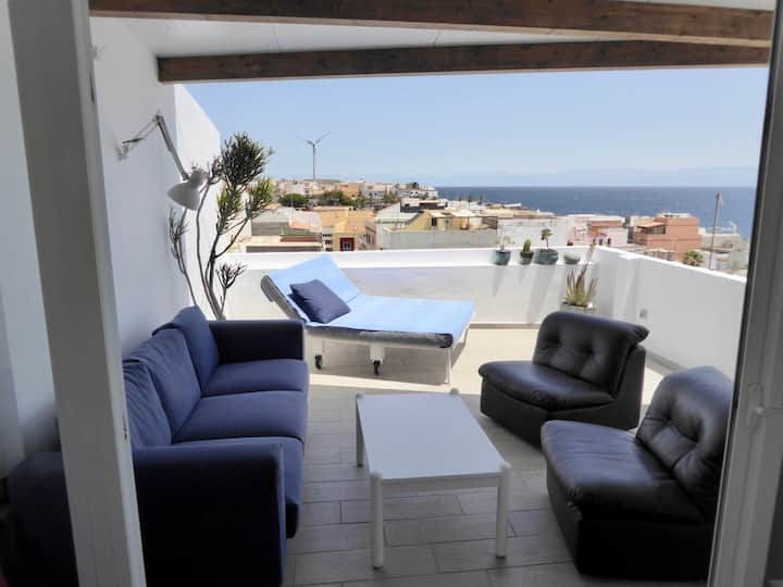 Rooftarasse, lounge, seaview, 100m to the sea.