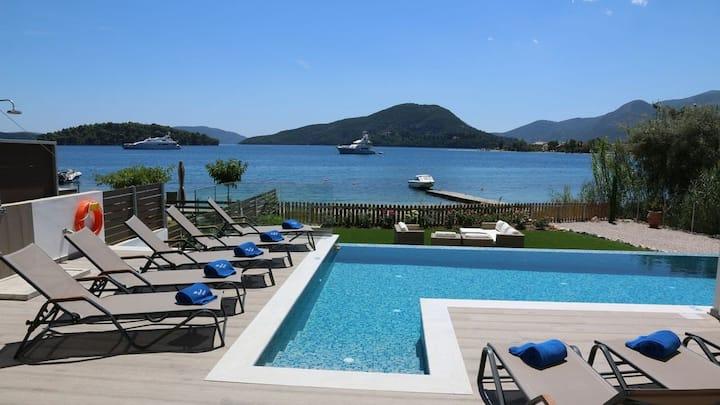 The Beach Villa, Perigiali