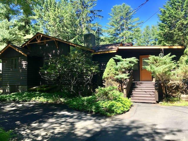 Cabin32 - Spacious Catskills Retreat