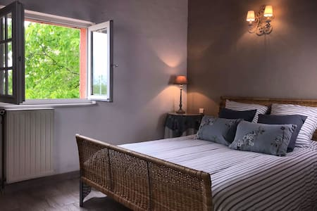 Double bed en Chambre Double avec Terrasse