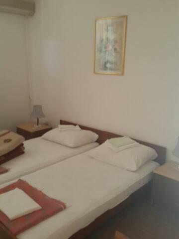 Apartment with balcony - Sveti Stefan