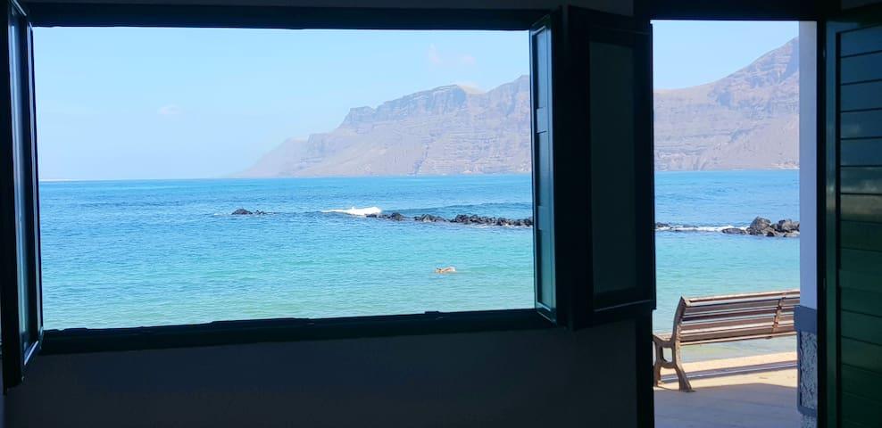 Famara/Enfrente del mar-Casa Salitre