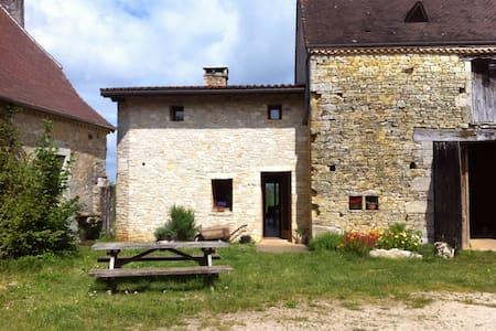 Chambres d'hôtes à la ferme (R) - Tourtoirac