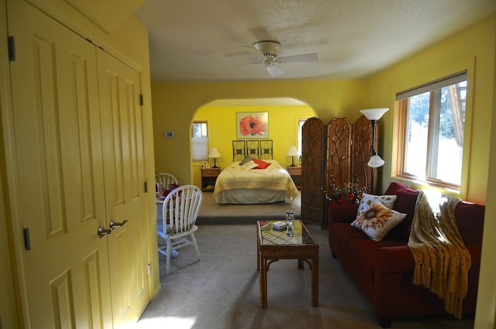 "The ""Sunshine Suite"" - Flagstaff - Apartment"