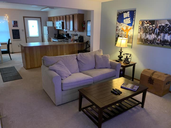 Cozy furnished townhouse close to Penn State