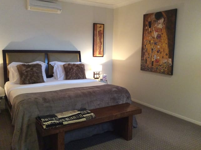 Luxury couples suite - Noosaville