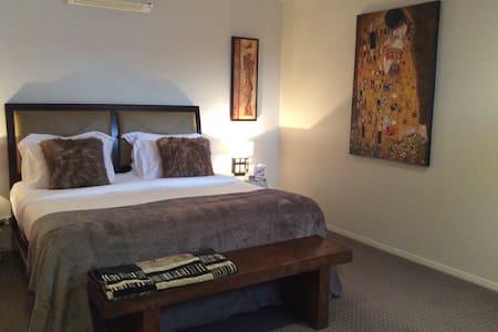 Luxury couples suite - Нусавилл - Дом