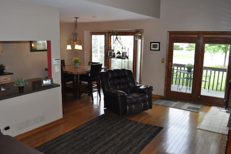 Quiet townhome-perfect for business travelers - Darien