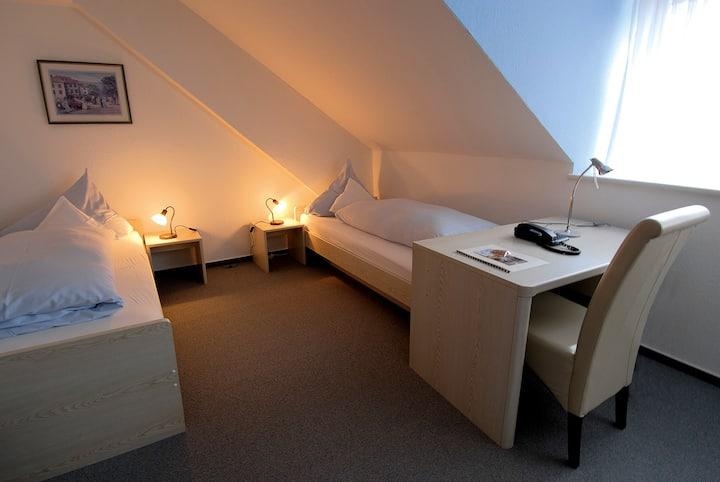 Landgasthaus Hotel Römerhof (Obernburg), Einzelzimmer  Economy im Nebengebäude mit WLAN