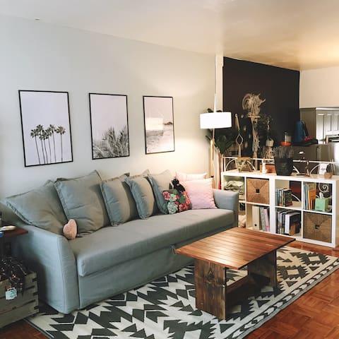 Bohemian style bedroom in Santa Monica