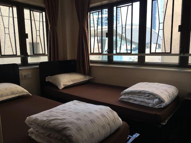 九龍旺角1812 雙床房 A , 近港鐵站
