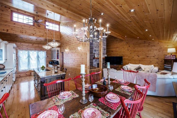 Luxurious All-season Simcoe Lakefront Cottage