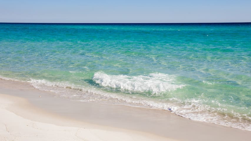 Beautiful Ocean View Destin Condo,Free Beach Setup