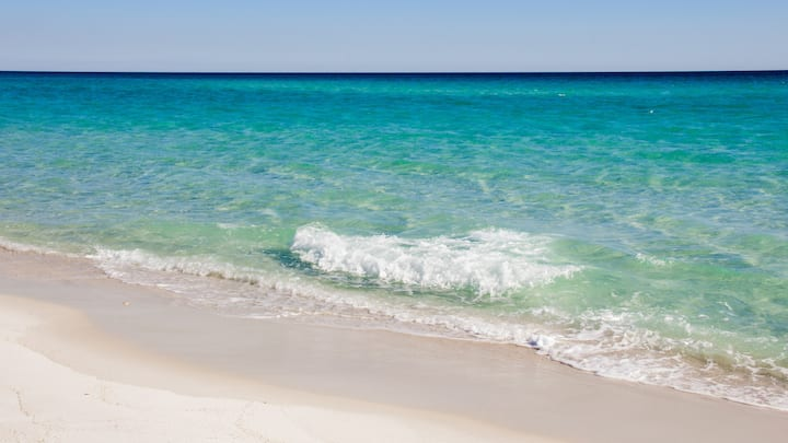 Beautiful Ocean View Destin Condo,Free Beach Setup
