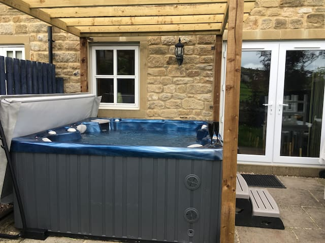 Hot tub, home from home, sky tv, added extras  !