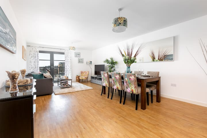 Spacious 2 Bed | Limehouse | @wildroses